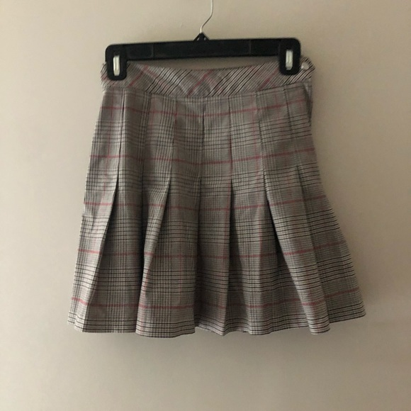 H&M Dresses & Skirts - H&M Plaid Pleated Skirt